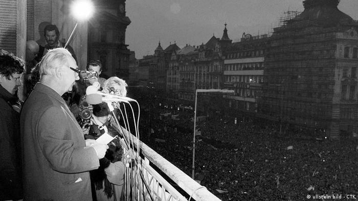 Tschechoslowakei Geschichte Samtene Revolution Prag 1989 Alexander Dubcek (ullstein bild - CTK)