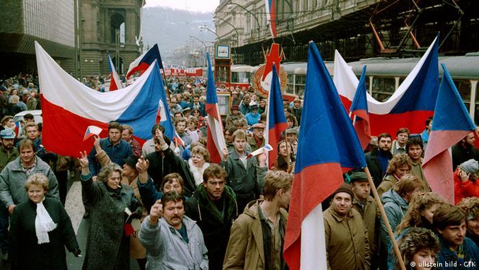 Tschechoslowakei Geschichte Samtene Revolution Prag 1989 Flaggen