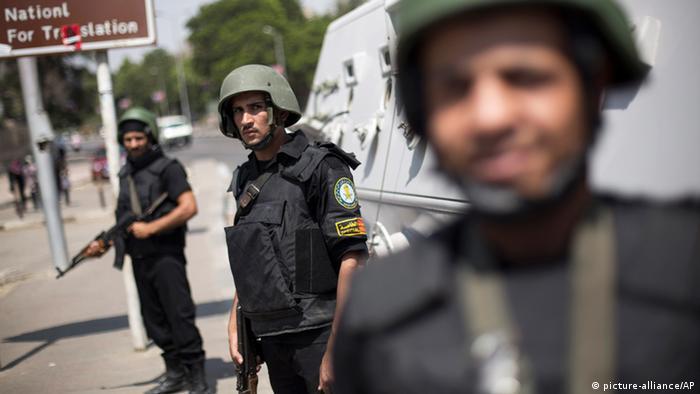 Symbolbild zum Thema Sinai Anschlag auf ägyptische Polizisten (picture-alliance/AP)