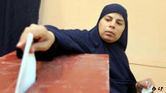 Wahlen Ägypten Frau an der Wahlurne Präsidentschaftswahlen
