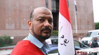 Ali Alawady Protest von Amnesty International und Mursi-Anhängern vor der ägyptischen Botschaft in Berlin Bild: DW/Heiner Kiesel 19.08.2013
