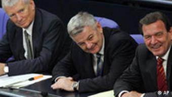 Then Chancellor Gerhard Schroeder (r.) and Fischer (middle)