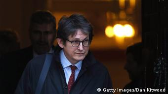 LONDON, ENGLAND - DECEMBER 04: Alan Rusbridger, the editor of the Guardian leaves Downing Street on December 4, 2012 in London, England. Most editors of the national daily newspapers are meeting the Prime Minister David Cameron and culture secretary Maria Miller in Downing Street to discuss ideas for a new system of press regulation. (Photo by Dan Kitwood/Getty Images)