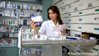 woman in pharmacy © fmarsicano