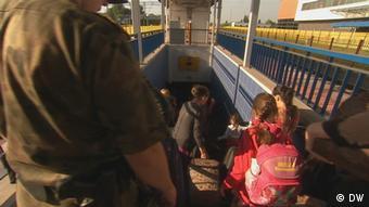 Чеченские беженцы на пограничном переходе Тересполь в Польше