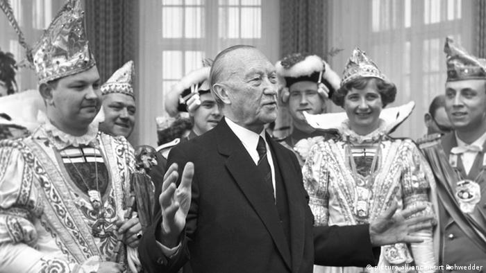 Конрад Аденауер е първият канцлер на ФРГ. По време на неговото управление младата република става суверенна държава. Канцлерът той има ясна прозападна ориентация. Стилът му на управление е считан за авторитарен. Конрад Аденауер е роден в Северен Рейн-Вестфалия и затова се застъпва Бон да стане столица на Федералната република.