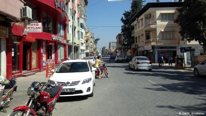 Straße im türkischen Grenzort Reyhanli (Foto: DW/Monika Griebeler)