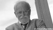 ARCHIV - Fritz Rau, aufgenommen am 21.10.2005 in Frankfurt am Main (Hessen) auf der Internationalen Frankfurter Buchmesse. Der Konzertveranstalter Fritz Rau ist tot. Foto: Uwe Zucchi/dpa +++(c) dpa - Bildfunk+++