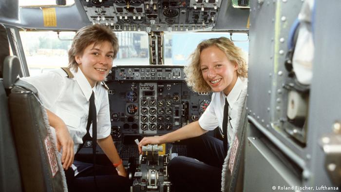 23.8.1986, as duas primeiras pilotas da Lufthansa: Erika Lansmann e Nicola Lunemann.