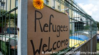 Wall grafitti 'Refugees Welcom' (photo: JOHN MACDOUGALL/AFP/Getty Images)