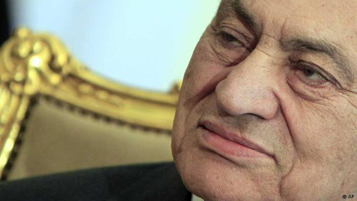 The former Egyptian President Hosni Mubarak sits during his meeting with Emirates foreign minister, not pictured, at the Presidential palace in Cairo, Egypt. (AP Photo/Amr Nabil, File) /eingest. sc