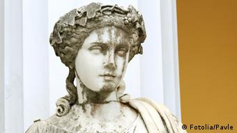 Statue of a Muse Melpomene in the balcony of Achillion princess Sissy's palace in Corfu, Greece. Melpomene was mainly considered as the Muse of tragedy. #48403528 - Statue of a Muse Melpomene © Pavle