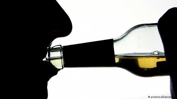 Symbolbild Alkoholsucht Sucht Alkohol Fehlzeiten-Report AOK