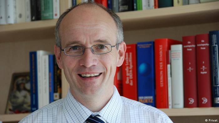 Професор Рудольф Штебер завідує кафедрою комунікаційних наук в університеті імені Отто Фрідріха в німецькому місті Бамбергу