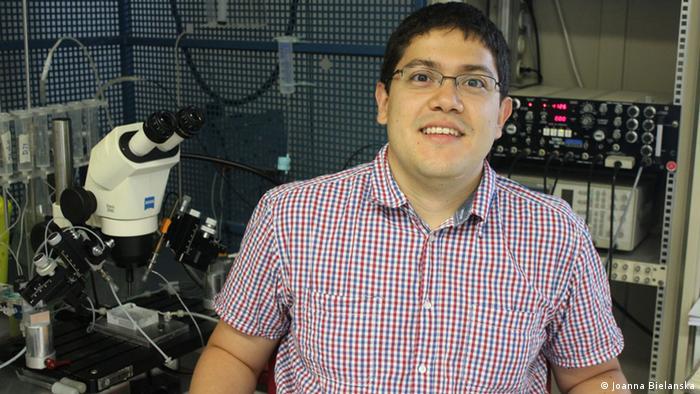 Juan Camilo Gómez Posada posa en su laboratorio del Instituto Max Planck de Medicina Experimental, en Gotinga.