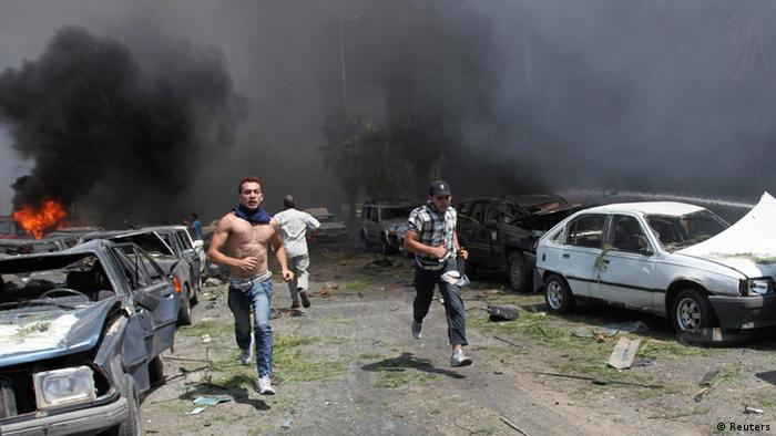 People run to help outside one of two mosques hit by explosions in Lebanon's northern city of Tripoli, August 23, 2013. At least 13 people were killed and more than 50 wounded in two explosions outside mosques in Lebanon's northern city of Tripoli on Friday, security sources and witnesses said. REUTERS/Omar Ibrahim (LEBANON - Tags: POLITICS CIVIL UNREST TPX IMAGES OF THE DAY)