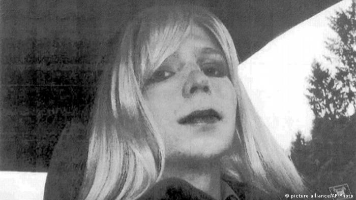 Bradley Manning als Frau verkleidet (picture alliance/AP Photo)