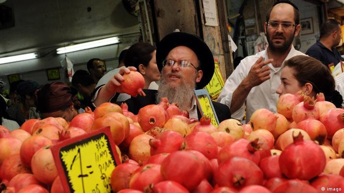 Israelis shop on Rosh Hashanah