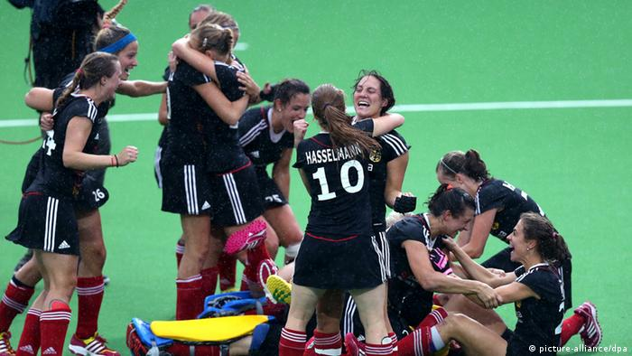 Germany celebrate after they won the EuroHockey 2013 women's final between Germany and England in Boom (Photo: EPA/OLIVIER HOSLET)