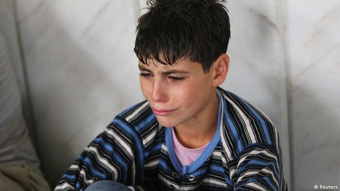 Ein Verletzter Junge nach dem Giftgasangriff (Foto: REUTERS/Mohamed Abdullah)