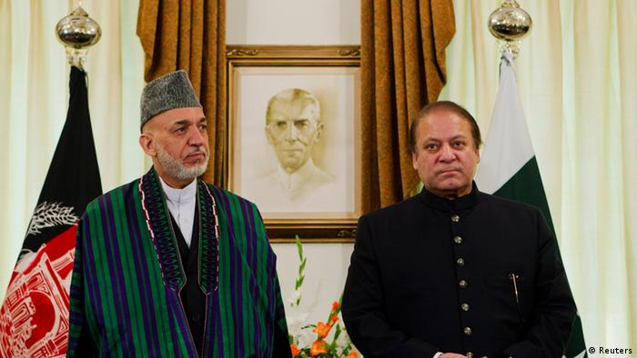 Afghan President Hamid Karzai (L) attends a signing ceremony with Pakistan's Prime Minister Nawaz Sharif at the prime minister's residence in Islamabad August 26, 2013. Karzai on Monday stressed the need for Pakistan's help in arranging peace talks with the Taliban in a meeting with Sharif who assured him of his support. REUTERS/Mian Khursheed (PAKISTAN - Tags: POLITICS)