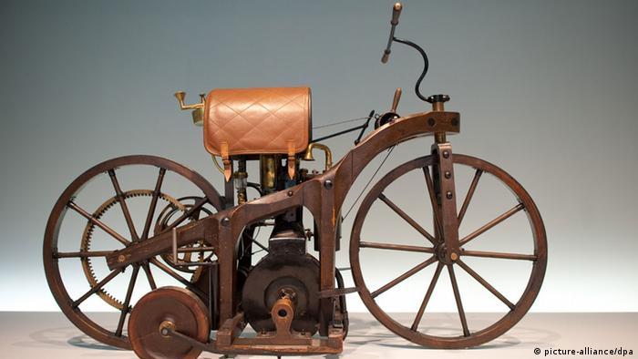 Мотоцикл Даймлера с двигателем внутреннего сгорания