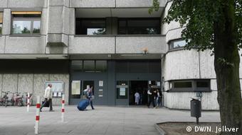Перед входом в берлинский центральный пункт приема документов.