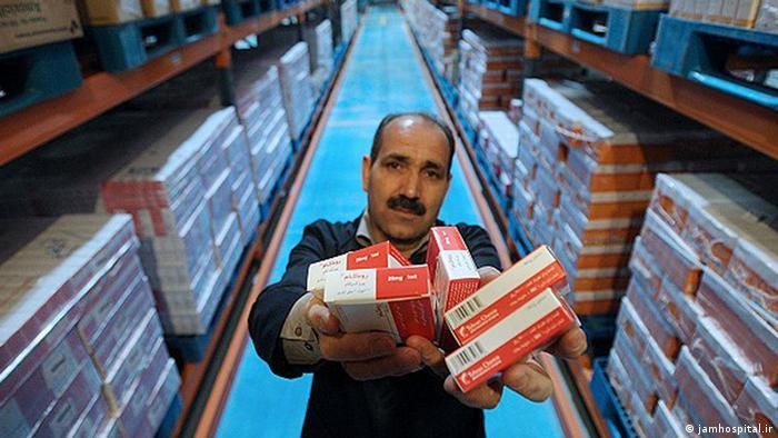 یک عضو کمیسیون بهداشت مجلس با تأکید بر کمبود دارو در ایران گفت: «گرانی داروهای آزادبا اقتصاد بیماران همخوانی ندارد»