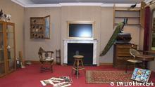 Quelle: http://www.lwl.org/pressemitteilungen/mitteilung.php?urlID=30662#.UhyspYJqKwU Das Darwinzimmer muss nun nur noch eingerichtet werden, nachdem die Maler- und die Schreinerarbeiten abgeschlossen sind. Foto: LWL/Oblonczyk Text (Pressemitteilung): Charles Darwins Studierzimmer in Münster LWL-Museum für Naturkunde bereitet neue Sonderausstellung vor Münster (lwl). Eine Nachbildung von Charles Darwins Studierzimmer wird ab dem 11. Oktober im LWL-Museum für Naturkunde zu sehen sein. Das Zimmer des berühmten Naturforschers ist Teil der Sonderausstellung Sex und Evolution, die der Landschaftsverband Westfalen-Lippe (LWL) in seinem Museum in Münster zeigt.