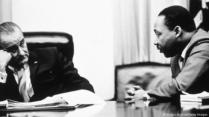 Martin Luther King mit US-Präsident Lyndon B Johnson 1965
