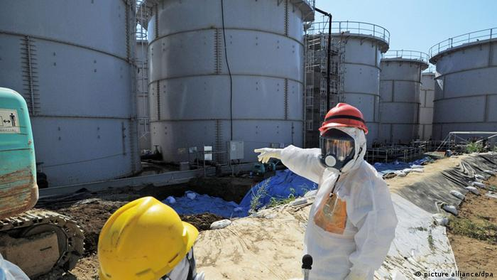 Coolant tanks at the ruined Fukushima plant. ©Kyodo/MAXPPP -
