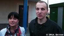 Dmitrij Daschkewitsch mit der Ehefrau Anastassia bei seiner Freilassung aus dem Gefängnis in Grodno am 28.08.2013 copyright: DW/Artur Smirnov zugeliefert von: Andreas Brenner