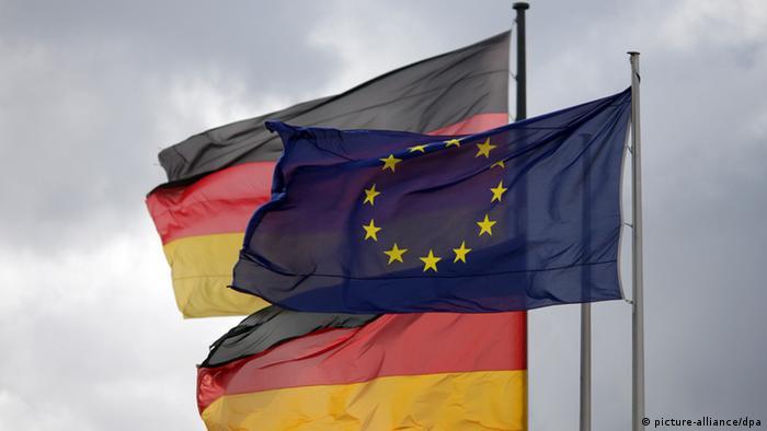 Symbolbild Deutschland Europa Flagge