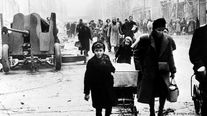 Flüchtlinge Berlin Kriegsende (picture-alliance/dpa)