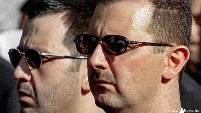 بشار الأسد في جنازة أبيه عام 2000