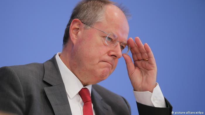 SPD Kanzlerkandidat Peer Steinbrück spricht am 29.08.2013 in Berlin bei der Vorstellung seines 100 - 0,,17053232_303,00
