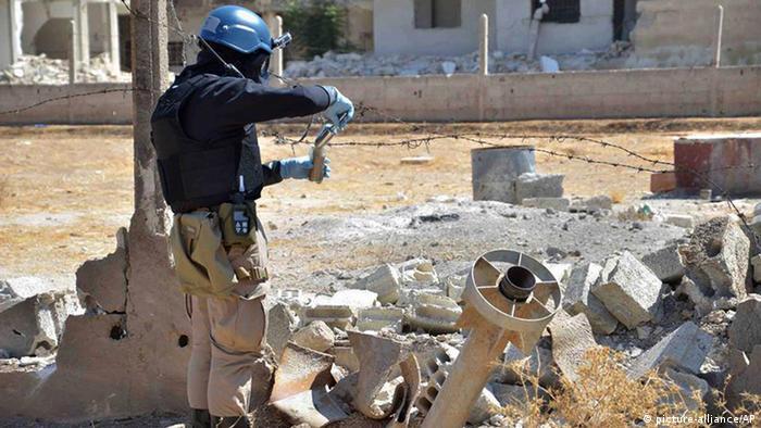Syrien UN-Kontrolleure überprüfen Vorwürfe zu Giftgasangriff (picture-alliance/AP)