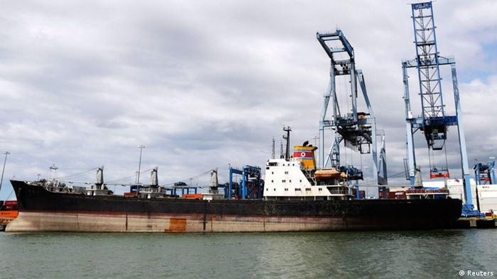 En 2013, Panamá se apoderó de un barco norcoreano que transportaba un envío no declarado de armas cubanas a Corea del Norte, ocultas bajo sacos de azúcar. (Reuters)