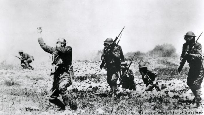 First World War, soldier, gas attack, gas masks