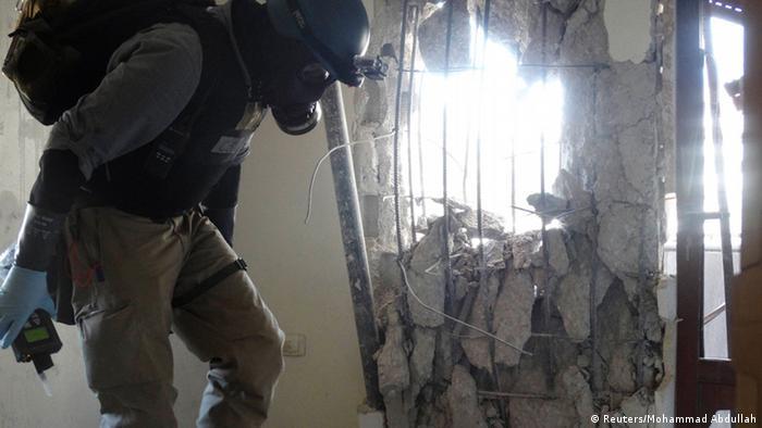 UN-Kontrolleure überprüfen Stätte des Giftgasangriffs in Zamalka, 29.8. 2013 (Foto: REUTERS)