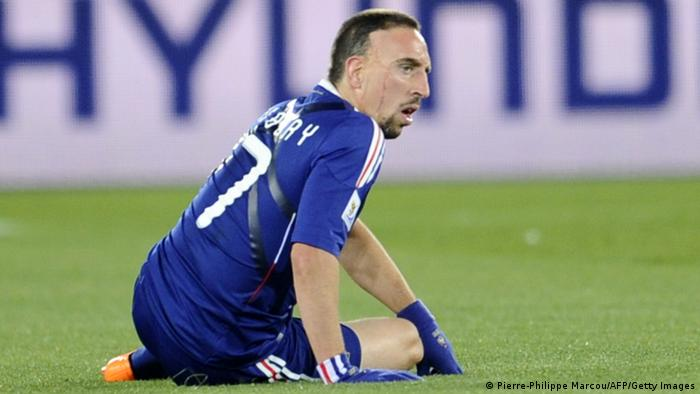 Ribéry hockt am Boden (Foto: PIERRE-PHILIPPE MARCOU/AFP/Getty Images)