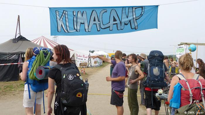 Entrance to the climate camp (Photo: Karin Jäger/ DW)