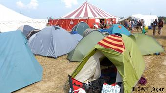 Some of the approx. 300 tents at the climate camp (Photo: Karin Jäger/ DW)