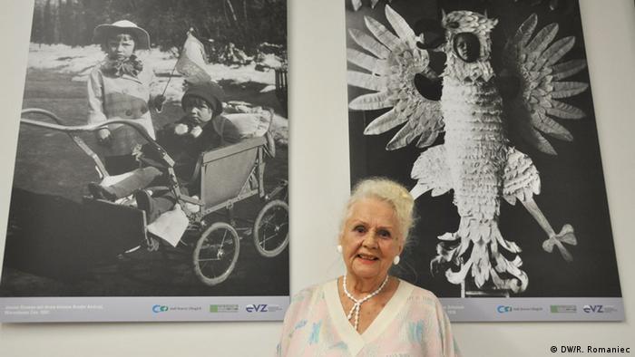 Janina Szumna revive con esta exposición su experiencia en la Varsovia invadida por los nazis.