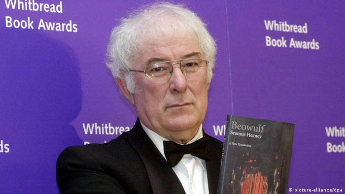 Irish author Seamus Heaney poses with his book 'Beowulf', a reworking of the epic Anglo-Saxon poem, before being announced Tuesday 25 January 2000, as the overall winner of the Whitbread Book of the Year at a ceremony in central London. dpa