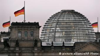 German flags fly on halfmast on the Reichstag building in Berlin on Dec. 29, 2004 to commemorate the victims of the deadly Indian Ocean tsunamis (Photo:Herbert Knosowski)