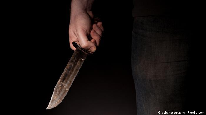 Symbolbild Mann mit Messer