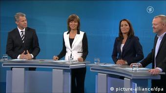 Screenshot of Anne Will (2nd from right) (ARD), Maybrit Illner (ZDF), Peter Kloeppel (RTL, lelt) und Stefan Raab (ProSieben) Photo: ARD/dpa