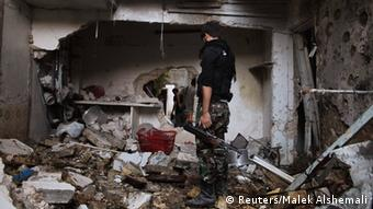 Free Syrian Army fighters walk through a damaged house in Aleppo's Al-Ezaa neighbourhood, September 1, 2013. (Photo: Reuters / Malek Alshemali)