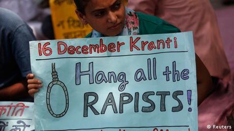 Gruppenvergewaltigung Proteste Urteil gegen Teenager in Neu Delhi Indien